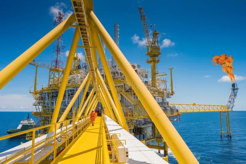 Η παράκτια πλατφόρμα επεξεργασίας πετρελαίου και φυσικού αερίου κεντρική στον κόλπο της Ταϊλάνδης παρήγαγε το φυσικό αέριο και το στοκ εικόνα με δικαίωμα ελεύθερης χρήσης