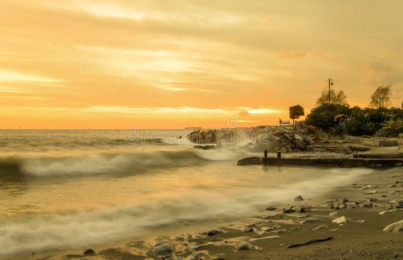 Η παραλία στο ηλιοβασίλεμα, Γένοβα Pegli, Ιταλία στοκ φωτογραφία με δικαίωμα ελεύθερης χρήσης