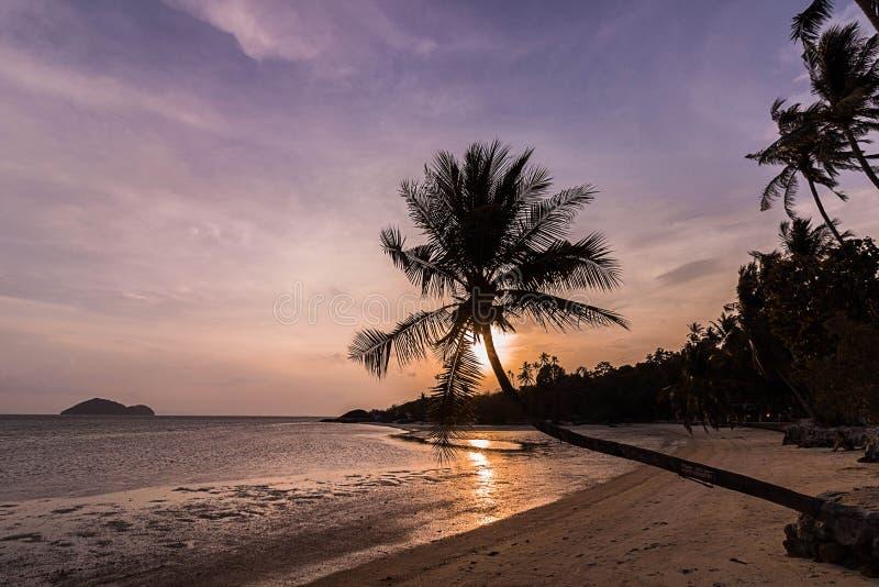 Η παραλία στο ηλιοβασίλεμα στοκ φωτογραφίες