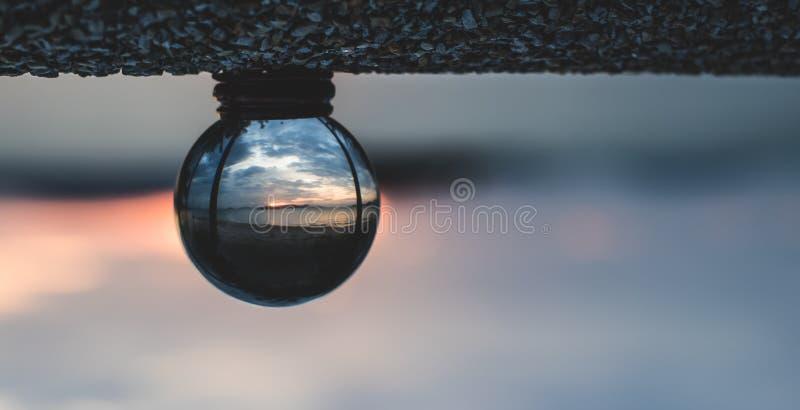 Η παραλία σφαιρών κρυστάλλου, μέσα είναι ο ήλιος στοκ εικόνες με δικαίωμα ελεύθερης χρήσης