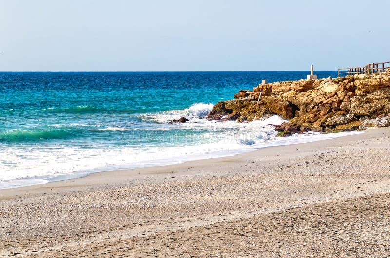 Η παραλία Nerja, περιοχή της Μάλαγας τουριστικών θερέτρων, του Κόστα ντελ Σολ, Ανδαλουσία, Ισπανία στοκ φωτογραφίες