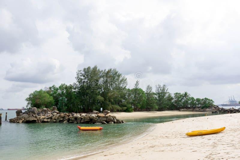 Η παραλία Sentosa Siloso είναι η διασημότερη άσπρη παραλία στη Σιγκαπούρη Πα στοκ εικόνες
