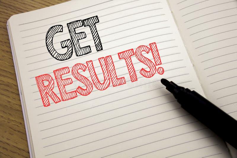 Η παρουσίαση κειμένων ανακοίνωσης γραφής παίρνει τα αποτελέσματα Επιχειρησιακή έννοια για Achieve το αποτέλεσμα που γράφεται στο  στοκ εικόνα με δικαίωμα ελεύθερης χρήσης
