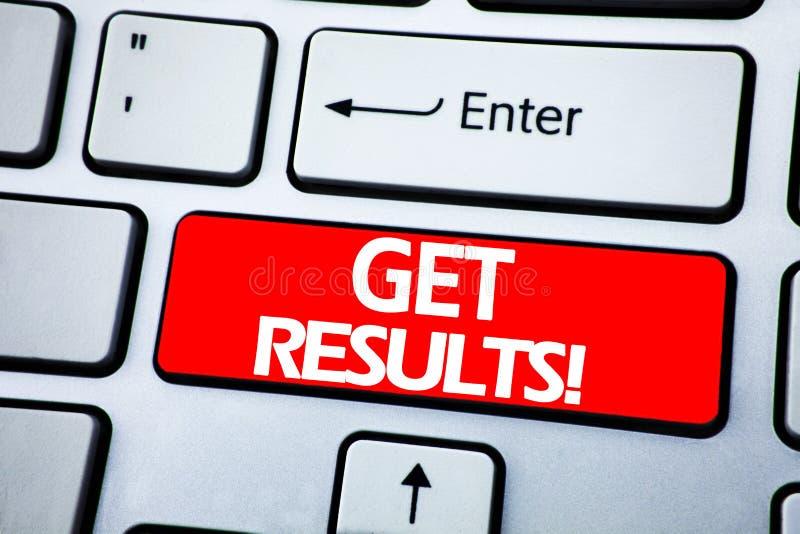 Η παρουσίαση κειμένων ανακοίνωσης γραφής παίρνει τα αποτελέσματα Επιχειρησιακή έννοια για Achieve το αποτέλεσμα που γράφεται στο  στοκ εικόνα