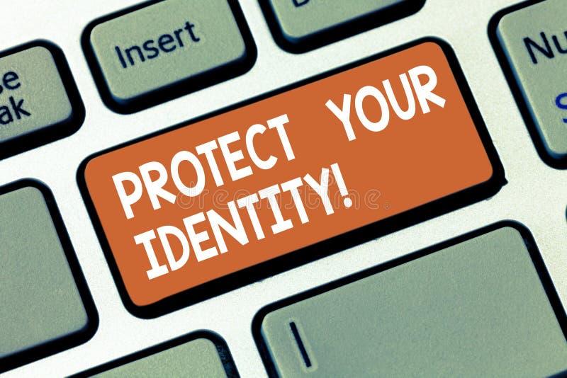 Η παρουσίαση σημειώσεων γραψίματος προστατεύει την ταυτότητά σας Επιχειρησιακή φωτογραφία που επιδεικνύει επιτρέποντας τη μυστικό στοκ φωτογραφία με δικαίωμα ελεύθερης χρήσης