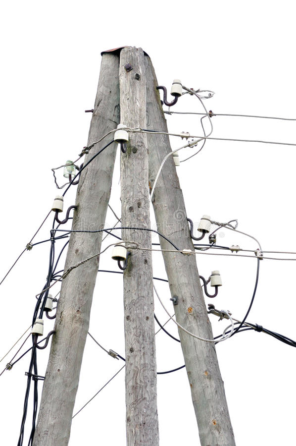 Η παλαιά ξεπερασμένη ηλικίας ξύλινη θέση πόλων ηλεκτρικής ενέργειας, καλώδια πλημνών καλωδίων, απομόνωσε την εκλεκτής ποιότητας κ στοκ φωτογραφίες
