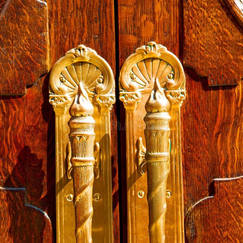 η παλαιά πόρτα του Λονδίνου μέσα και το ξύλο η περίληψη που αρθρώνεται στοκ φωτογραφία