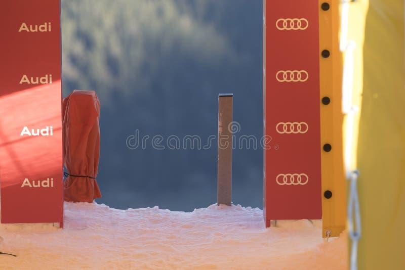 Η περιοχή έναρξης κατά τη διάρκεια των ατόμων Ita παγκόσμιων σκι συναγωνίζεται προς τα κάτω στοκ φωτογραφίες με δικαίωμα ελεύθερης χρήσης