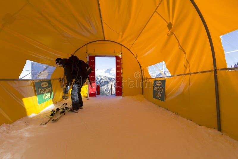 Η περιοχή έναρξης κατά τη διάρκεια των ατόμων Ita παγκόσμιων σκι συναγωνίζεται προς τα κάτω στοκ εικόνες με δικαίωμα ελεύθερης χρήσης