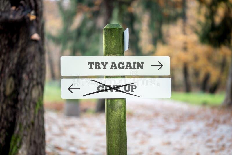 Η πινακίδα με δύο σημάδια που λένε - προσπαθήστε πάλι - σταματά - δείχνοντας στοκ εικόνες