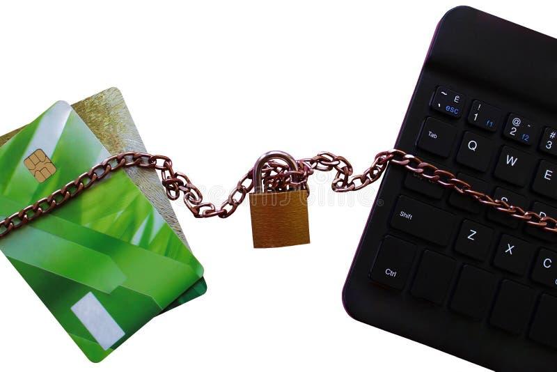Η πιστωτική κάρτα συνδέεται με τον υπολογιστή και Διαδίκτυο στοκ εικόνες