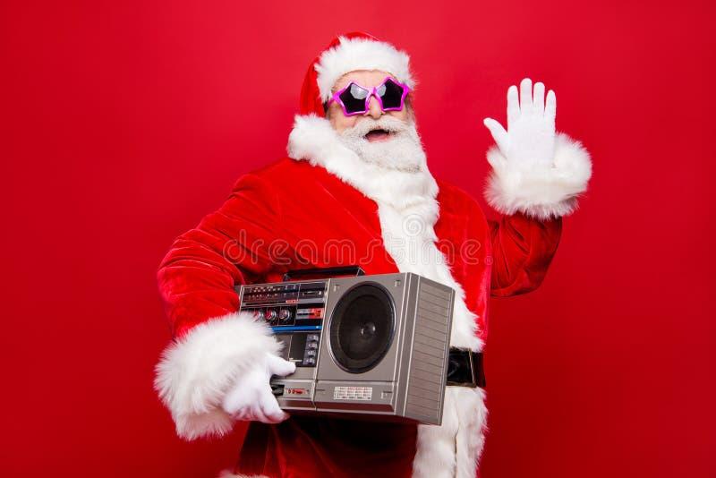 Η πλάγια όψη σχεδιαγράμματος γέρασε το φοβιτσιάρη άσπρο νεαρό δικυκλιστή Santa χειμερινών γενειάδων ώριμο στοκ φωτογραφία με δικαίωμα ελεύθερης χρήσης