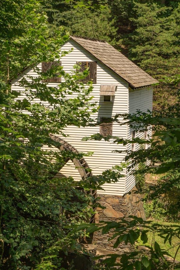Η πλάγια όψη του μύλου †αλέσματος Slone's «εξερευνά το πάρκο, Roanoke, Βιρτζίνια, ΗΠΑ στοκ εικόνα