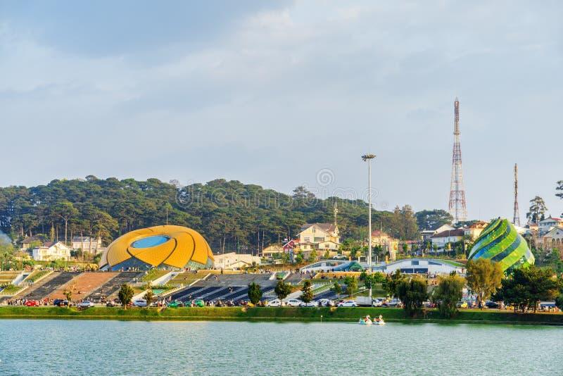 Η πλατεία Lam Vien και η λίμνη Xuan Huong, Dalat στοκ εικόνα