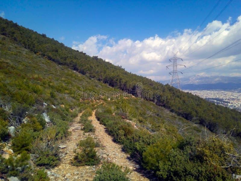 Η πορεία στη σκούρο πράσινο πλευρά στοκ φωτογραφία με δικαίωμα ελεύθερης χρήσης