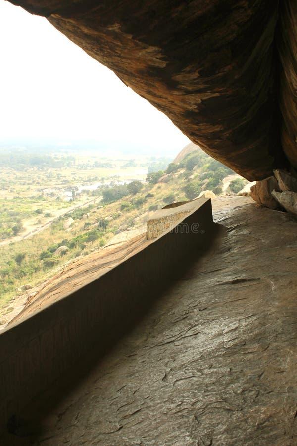 Η πορεία των κρεβατιών πετρών jain του sittanavasal ναού σπηλιών σύνθετου στοκ φωτογραφία με δικαίωμα ελεύθερης χρήσης