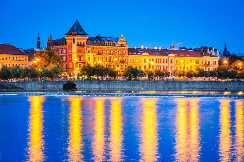 Η Πράγα με τη γέφυρα του Charles και κοιτάζει επίμονα Mesto oldtown, τσεχικό Republ στοκ φωτογραφία με δικαίωμα ελεύθερης χρήσης