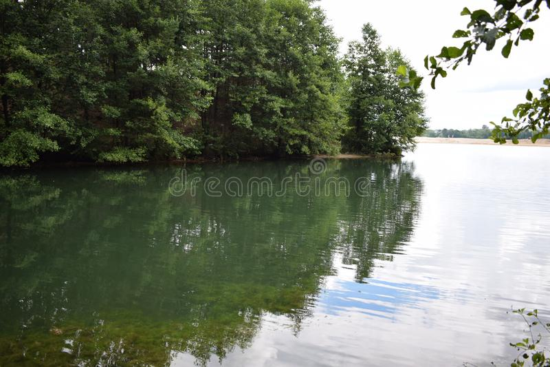 Η πράσινη ακτή του lake2 στοκ εικόνα