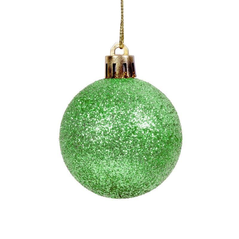 Η πράσινη λαμπρή σφαίρα Χριστουγέννων απομόνωσε το άσπρο υπόβαθρο στοκ εικόνες