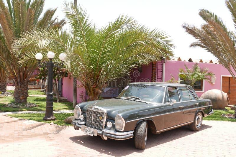 Η πράσινη Mercedes-Benz 280S που εκτίθεται στη Λίμα στοκ φωτογραφία με δικαίωμα ελεύθερης χρήσης