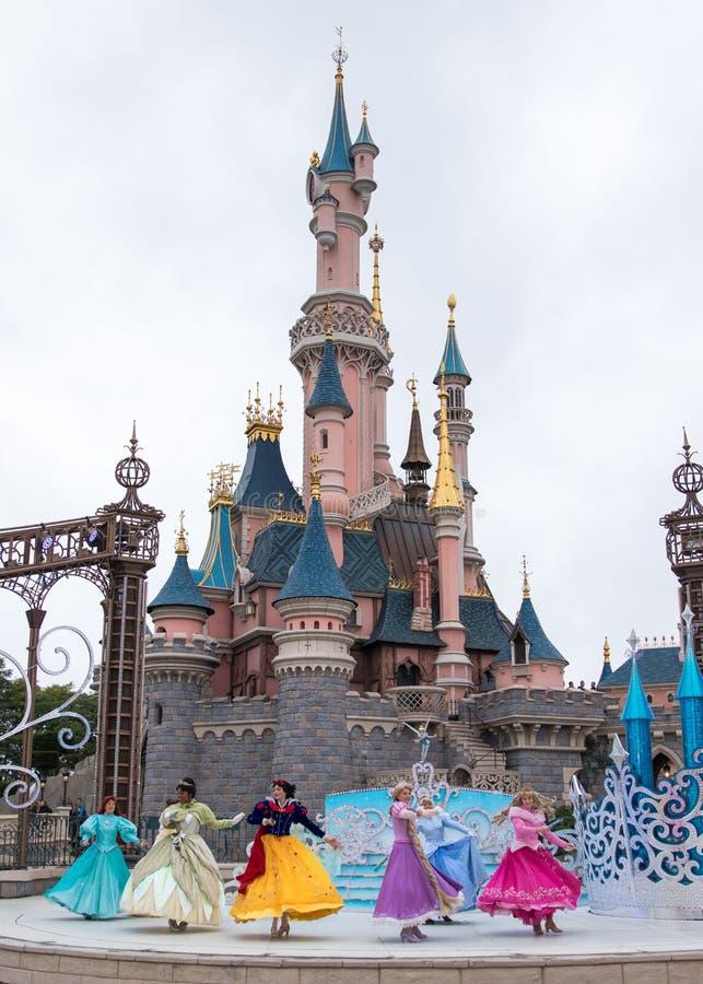 Η πριγκήπισσα της Disney παρουσιάζει σε Disneyland Παρίσι στοκ εικόνες με δικαίωμα ελεύθερης χρήσης