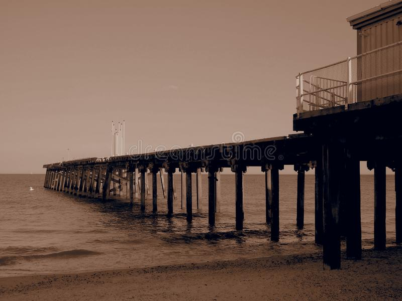 Η προβλήτα Κλάρμοντ από την παραλία Λόβστοφ Σάφολκ το βράδυ στοκ εικόνα με δικαίωμα ελεύθερης χρήσης