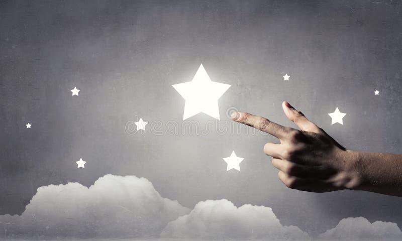 Η προσιτότητα και αγγίζει το αστέρι στοκ φωτογραφία
