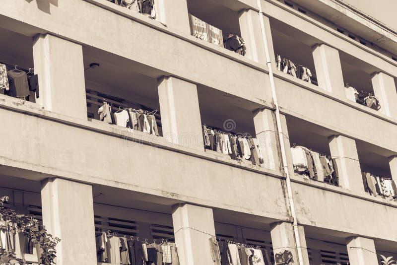 Η πρόσοψη της ένωσης ξήρανσης ήλιων διαμερισμάτων και κοιτώνων ντύνει lin στοκ φωτογραφίες με δικαίωμα ελεύθερης χρήσης