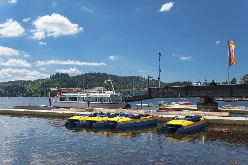 Η πρόσδεση σκαφών σε Titisee Neustadt στοκ εικόνα με δικαίωμα ελεύθερης χρήσης