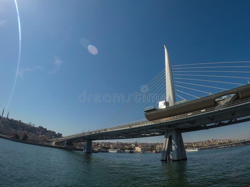 Η πρώτη γέφυρα του Βοσπόρου που συνδέει την Ευρώπη και την Ασία στη Ιστανμπούλ στοκ εικόνα