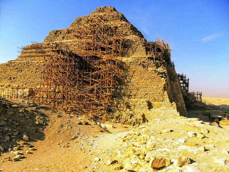 Η πυραμίδα βημάτων Djoser σε Saqqara στην Αίγυπτο στοκ φωτογραφίες