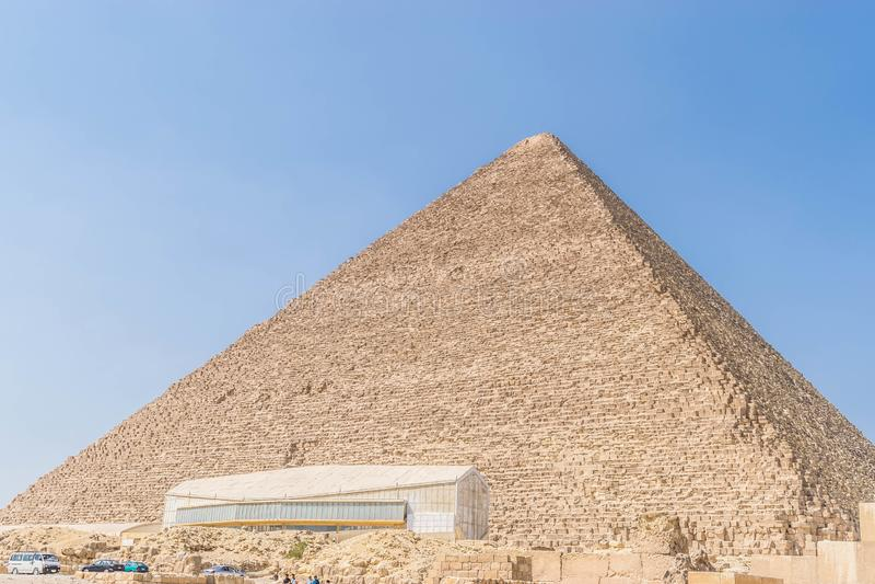 Η πυραμίδα του ηλιακού μουσείου βαρκών Khufu και Giza στοκ φωτογραφία