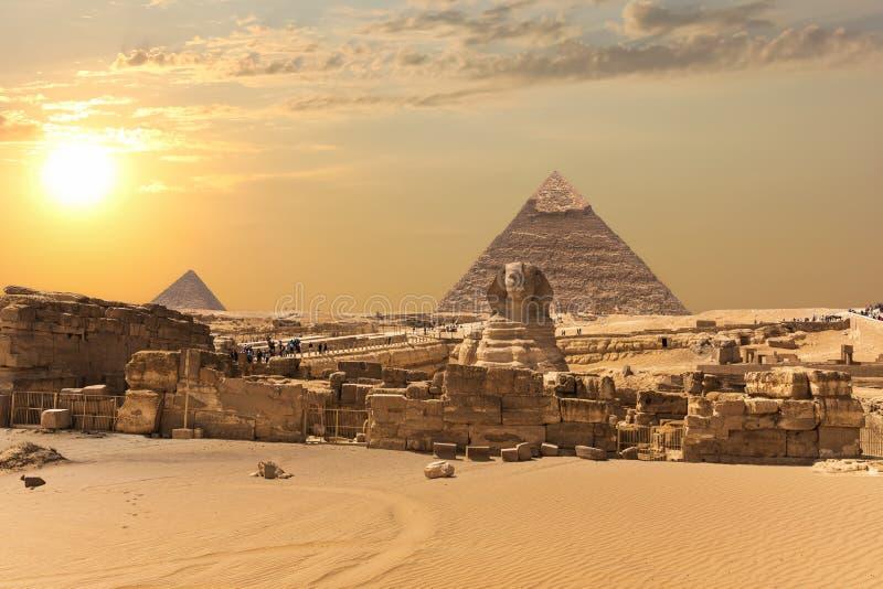 Η πυραμίδα Giza σύνθετη, άποψη σχετικά με το μεγάλο Sphinx, Αίγυπτος στοκ φωτογραφία με δικαίωμα ελεύθερης χρήσης