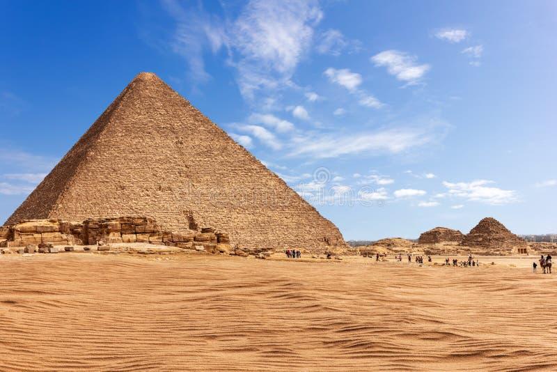 Η πυραμίδα Menkaure στην ηλιόλουστη έρημο Giza, Αίγυπτος στοκ εικόνες με δικαίωμα ελεύθερης χρήσης