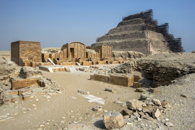 Η πυραμίδα βημάτων σε Saqqara στη βόρεια Αίγυπτο στοκ φωτογραφία με δικαίωμα ελεύθερης χρήσης