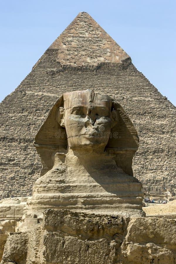 Η πυραμίδα Khafre και το Sphinx στο οροπέδιο Giza στο Κάιρο στην Αίγυπτο στοκ εικόνες με δικαίωμα ελεύθερης χρήσης