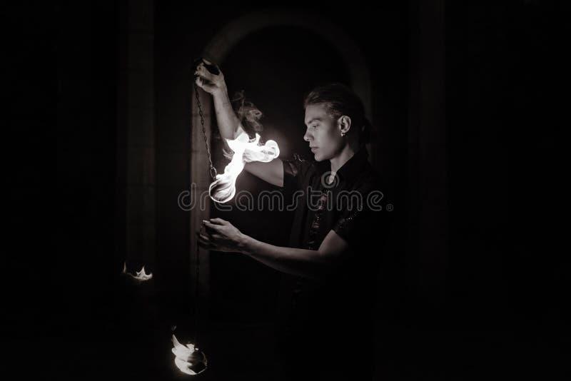 Η πυρκαγιά εμφανίζει Χορός με το POI στοκ φωτογραφίες