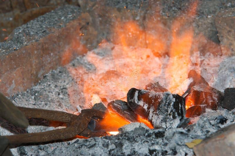 η πυρκαγιά σφυρηλατεί κα& στοκ εικόνες