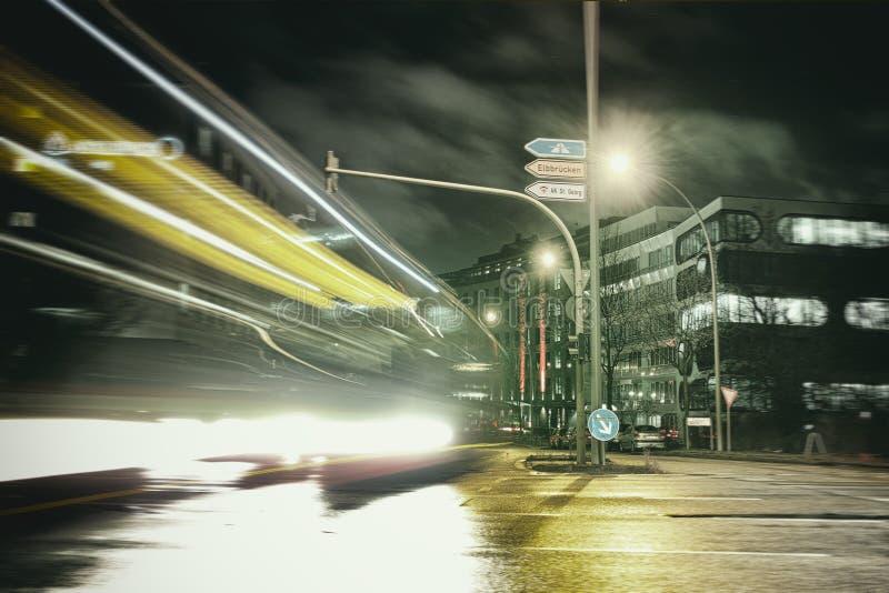 Η πόλη ανάβει το θολωμένο bokeh υπόβαθρο Αμβούργο στοκ εικόνα