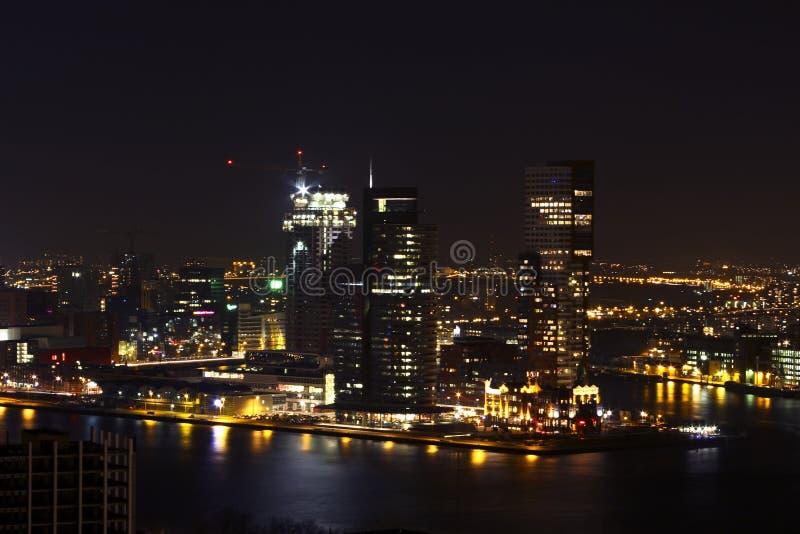 Η πόλη Ρότερνταμ τή νύχτα στις Κάτω Χώρες στοκ εικόνες