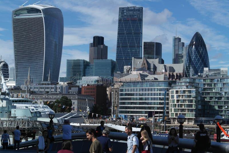 Η πόλη του Λονδίνου με τον ορίζοντά του στοκ εικόνες