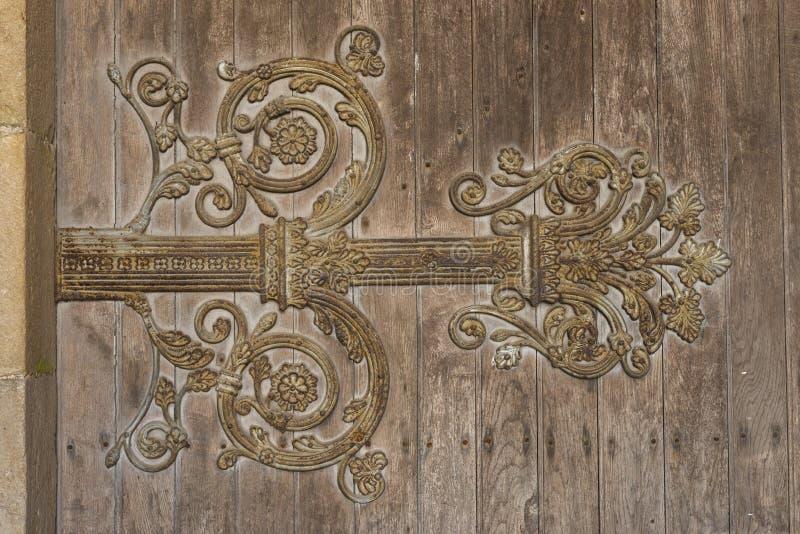 Η πόρτα αρθρώσεων της εκκλησίας perrecy-les-σφυρηλατεί στοκ φωτογραφία με δικαίωμα ελεύθερης χρήσης