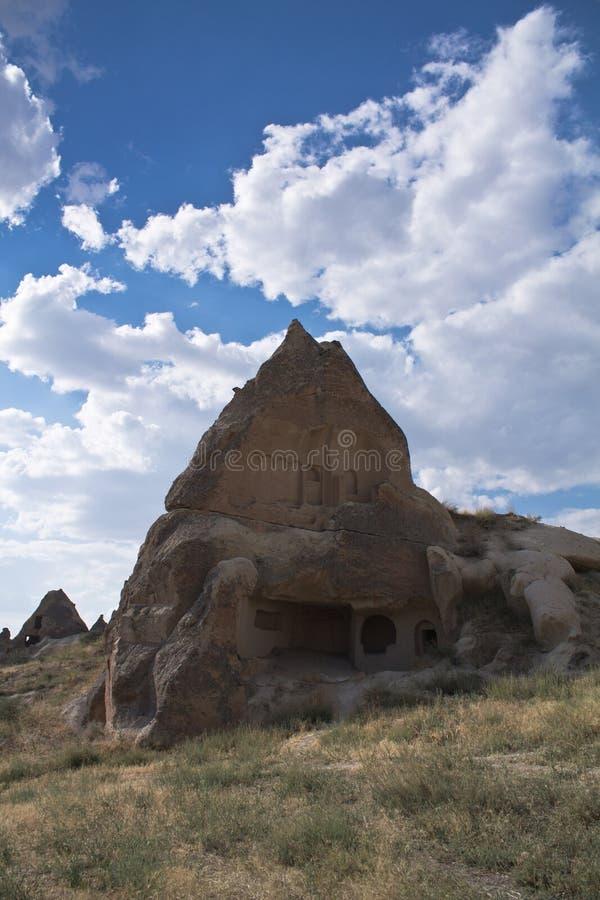 Η πόρτα εισόδων του δύσκολου σπιτιού κατοικεί τρωγλοδύτης στο cappadocia στοκ φωτογραφία