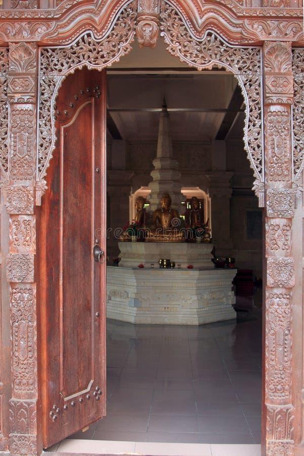 Η πόρτα του ναού στο μοναστήρι Brahmavihara Arama, νησί του Μπαλί (Ινδονησία) στοκ φωτογραφία