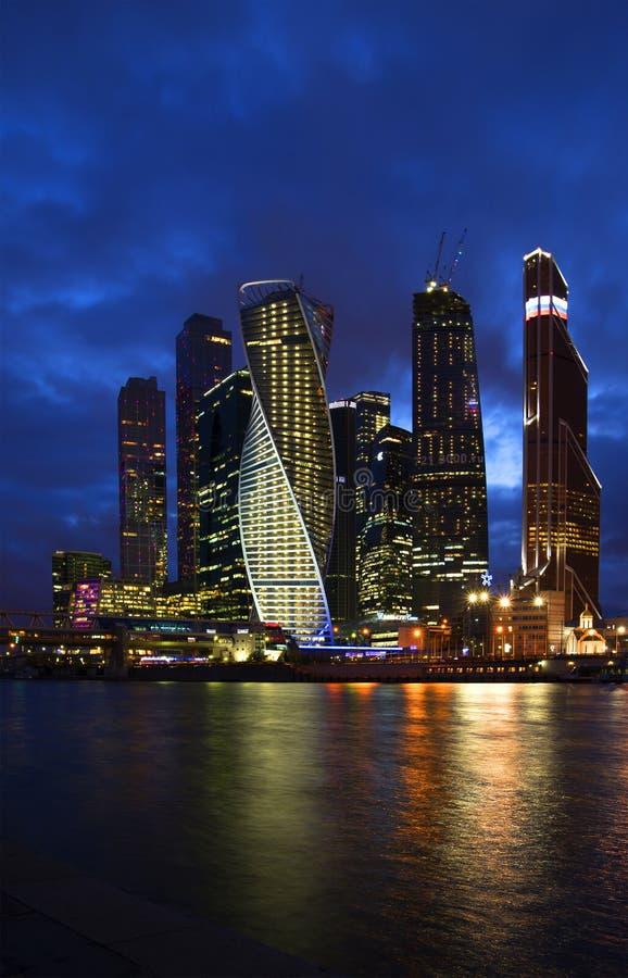Η πόλη της Μόσχας επιτραπέζια χρήση φωτογραφιών νύχτας τοπίων εγκαταστάσεων εικόνας ανασκόπησης όμορφη στοκ εικόνες με δικαίωμα ελεύθερης χρήσης