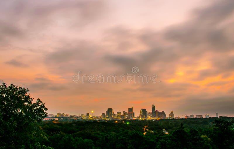 Η πόλη Greenbelt Ώστιν ηλιοβασιλέματος ανάβει την ατμόσφαιρα χρωματίζοντας το Τέξας, ΗΠΑ στοκ εικόνες με δικαίωμα ελεύθερης χρήσης