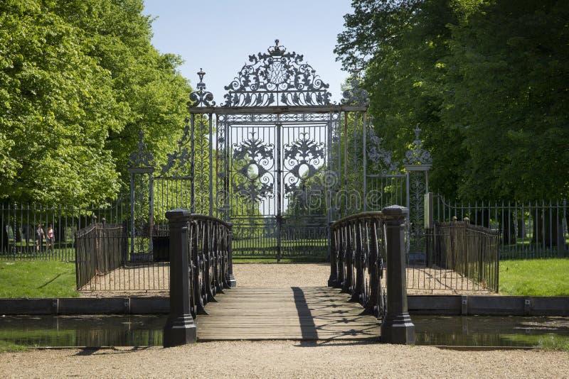 Η πύλη στο παλάτι του Hampton Court που χτίστηκε αρχικά για το βασικό Thomas Wolsey 1515, έγινε αργότερα στοκ εικόνες
