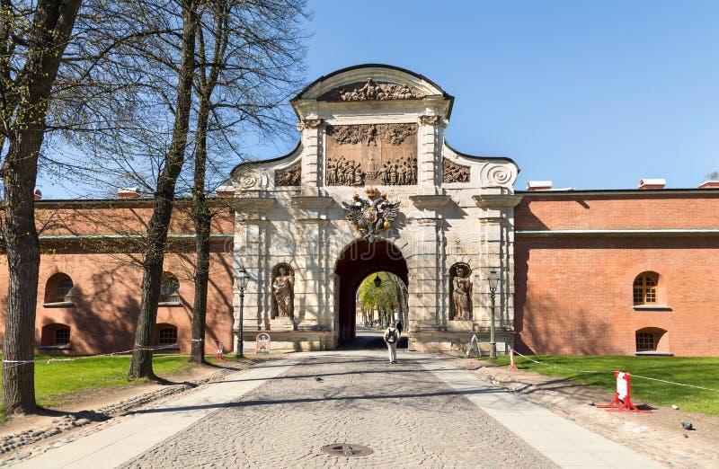Η πύλη Petrovsky Πετρούπολη Άγιος στοκ εικόνα