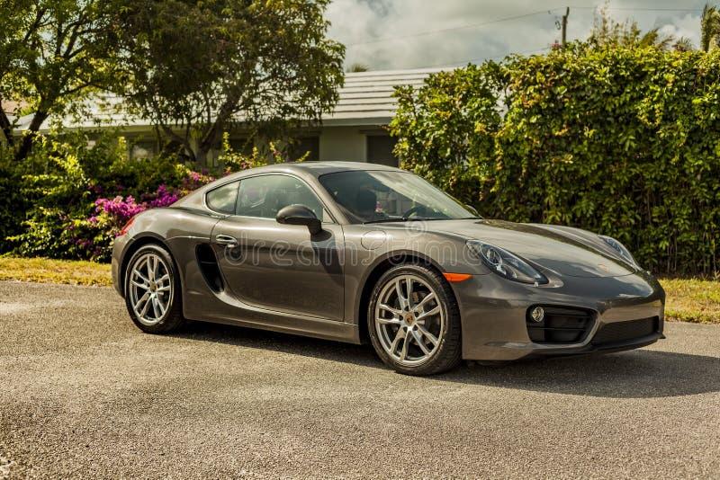 Η πλήρης πυροβοληθείσα Porsche Cayman σκηνή αστική στοκ φωτογραφίες με δικαίωμα ελεύθερης χρήσης