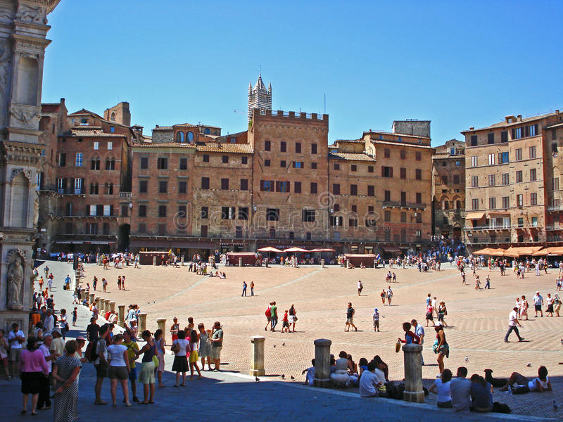 Η πλατεία del Campo, αρχαιότερη πλατεία της Sienna στην Ιταλία στοκ φωτογραφία